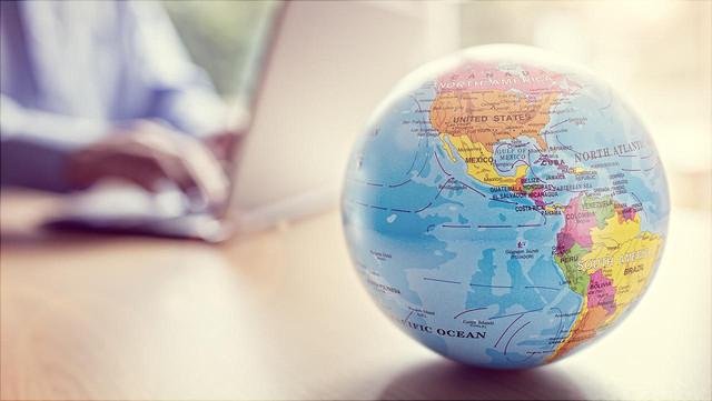 Globus auf Tisch