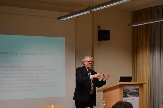 Prof.Dr.Lutz-Bachmann in der Diskussion