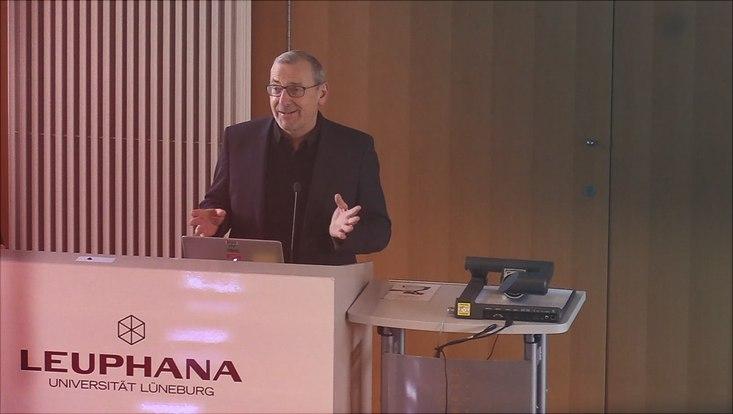 Prof. Neckel bei einem Vortrag an der Leuphana Universität Lüneburg.