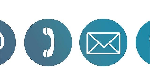 Ein Symbol mit einem Telefonhörer und ein Symbol mit einem Briefumschlag