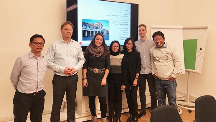Gruppenbild Professur mit Indonesischen Journalisten