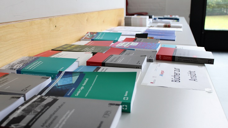 Büchertisch bei der Jahrestagung des AKempor 2019.