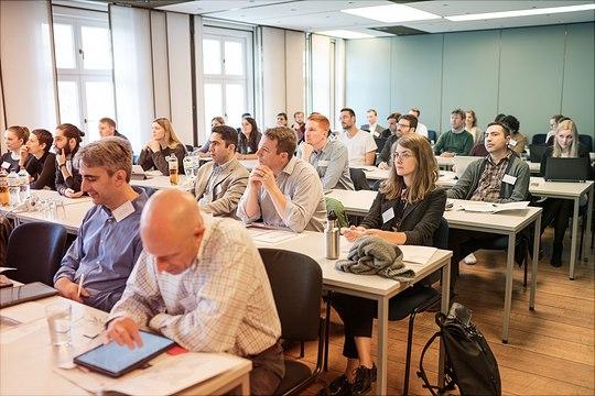 Dieses Bild zeigt Teilnehmer des Risky Health Behavior Workshops während des Vortrags im Seminarraum.