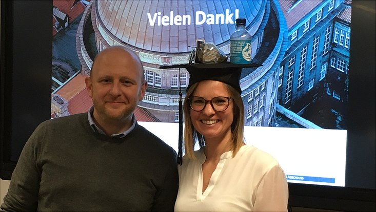 Carolin Waldner bei ihrer Promotion neben ihrem Doktorvater  Jurgen Willems November 2019