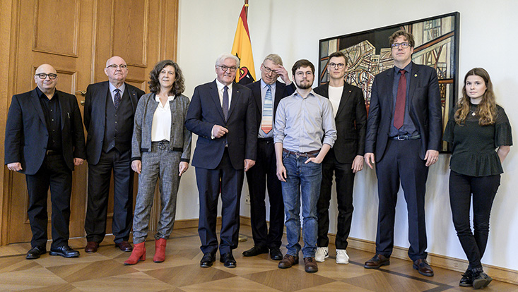 Federal President Frank-Walter Steinmeier with the participants, including CLICCS Co-Speaker and CEN Steering Committee Member Prof. Anita Engels (third from left).