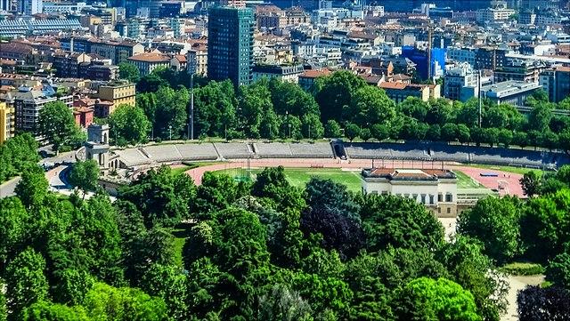 Dies ist ein Bild einer Stadt aus der Vogelperspektive.