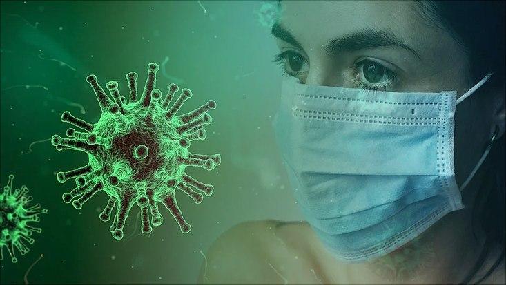Frau mit Schutzmaske und Virus-Darstellung