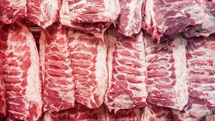 Fleischhälften an Haken