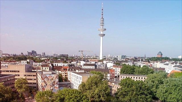Luftbild Gebäude Von-Melle-Park mit blauem HImmel und Fernsehturm