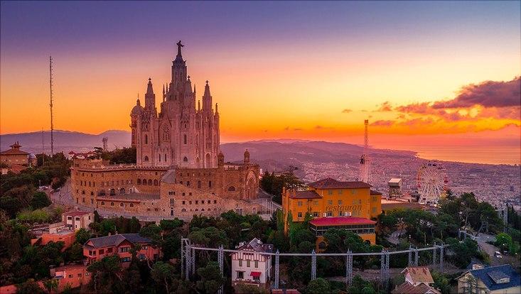 Skyline von Barcelona im Sonnenuntergang