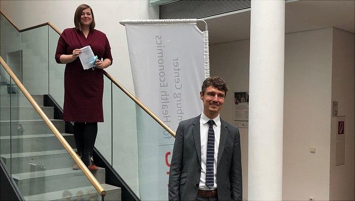 Dieses Bild zeigt Prof. Dr. Jonas Schreyögg mit Frau Katharina Fegebank.