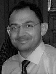 Portrait von Dr. Diaf in schwarz-weiss