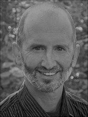 Portrait von Dr. Sauber in schwarz-weiss