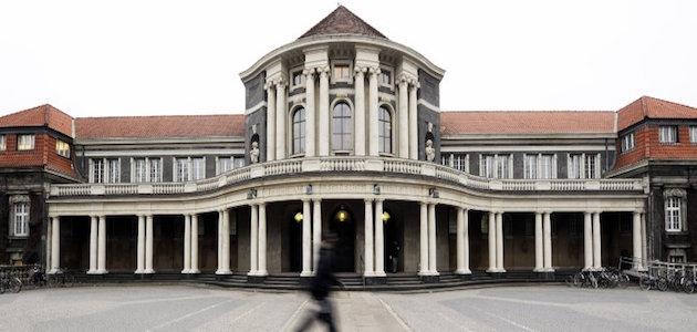 Panoramabild des Hauptgebäudes der Uni Hamburg