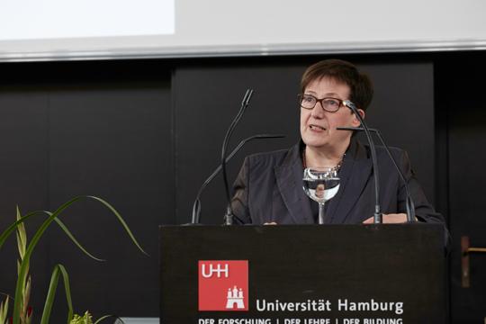 Die Dekanin der Fakultät für Wirtschafts- und Sozialwissenschaften Frau Prof. Dr. Gabriele Löschper