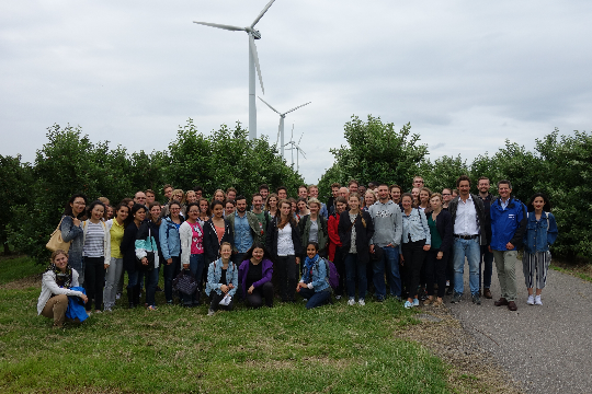 "Group photo of Prof. Dr. Timo Busch and students from his master course ""Industrial Ecology"" infront of the Wind Farm Francop"