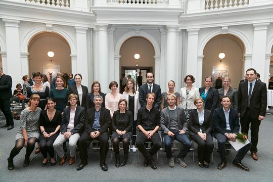 Gruppenfoto der Absolventinnen und Absolventen