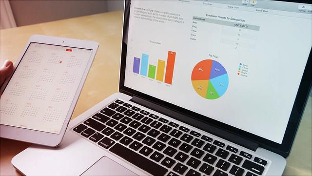 Laptop auf dem Diagramme angezeigt werden/Laptop showing a graphs