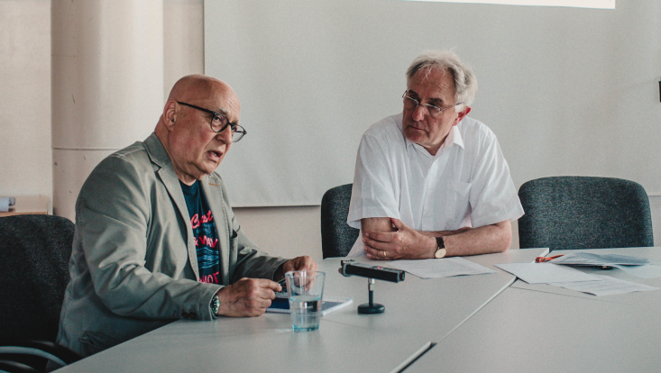 Christoph Lütgert zu Gast an der Universität Hamburg. Rechts im Bild: Gastgeber Prof. Volker Lilienthal.