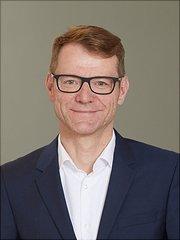 Dieses Bild ist ein Portrait von Prof. Dr. Hans-Helmut König