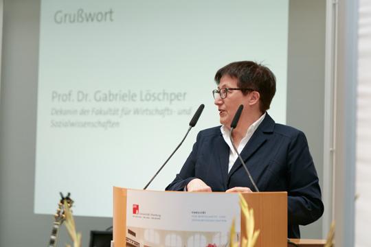 Die Dekanin der Fakultät für Wirtschafts- und Sozialwissenschaften Prof. Dr. Gabriele Löschper