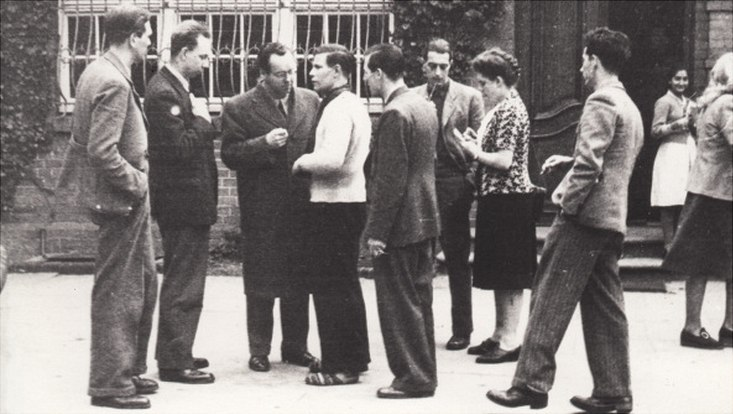 Helmut Schmidt auf einem internationalen Studierendentreffen in Barsbüttel