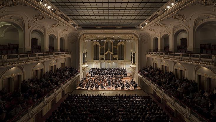 Im Großen Saal der Laeiszhalle Hamburg.