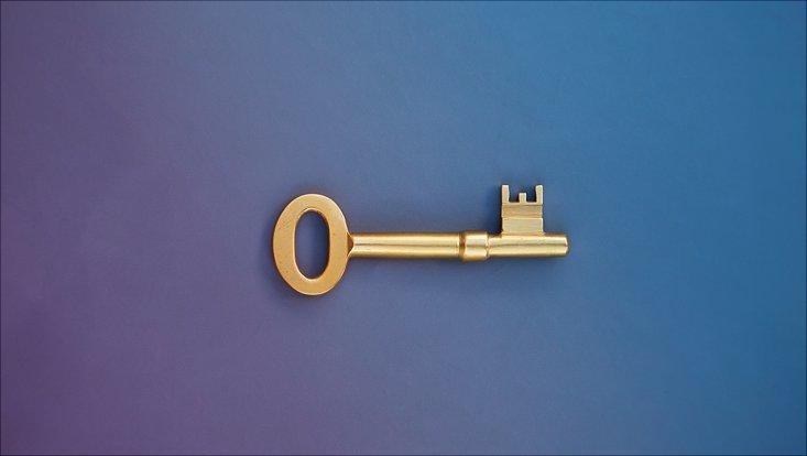 Goldener Schlüssel zum Hauptgebäude