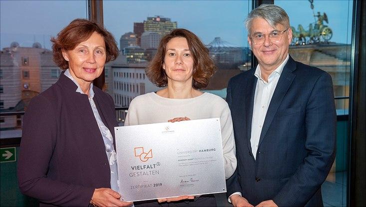 Franziska Nitsche, Dr. Angelika Paschke-Kratzin und Dr. Volker Meyer-Guckel