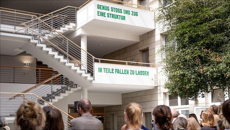 Uni Hamburg erhält Schriftzug von Lawrence Weiner