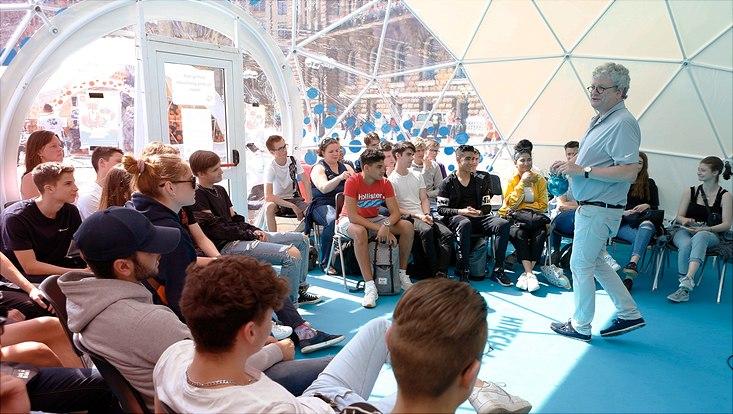 Sommer des Wissens-Vortrag in einem Zelt