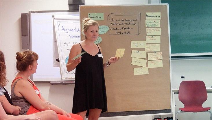 Teilnehmende im Argumentationsseminar gegen rechte und rassistische Äußerungen