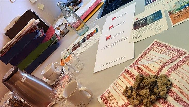 """Kekse und Infomaterial bei der Veranstaltung """"Auf einen Kaffee mit der Gleichstellungsbeauftragten des TVP"""""""
