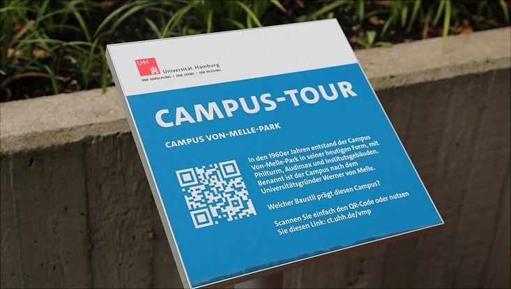 Ein Schild der Campus-Tour