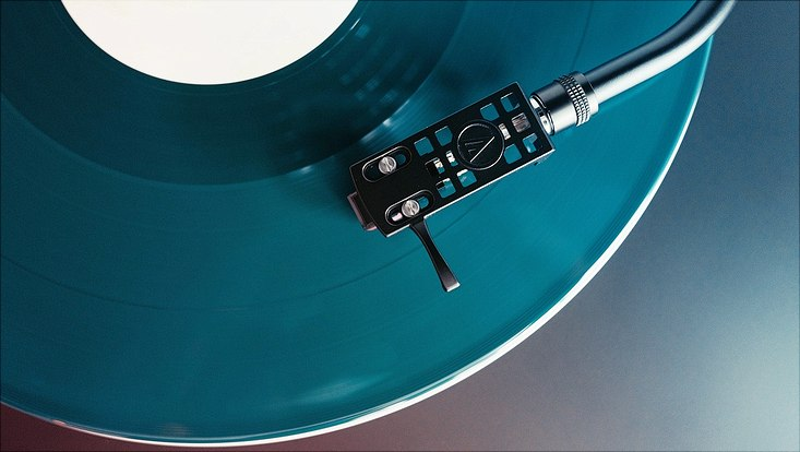 Nadel auf Schallplatte