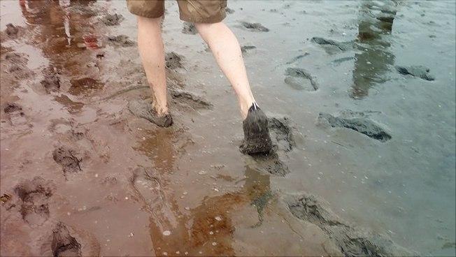 Füße bei einer Wattwanderung