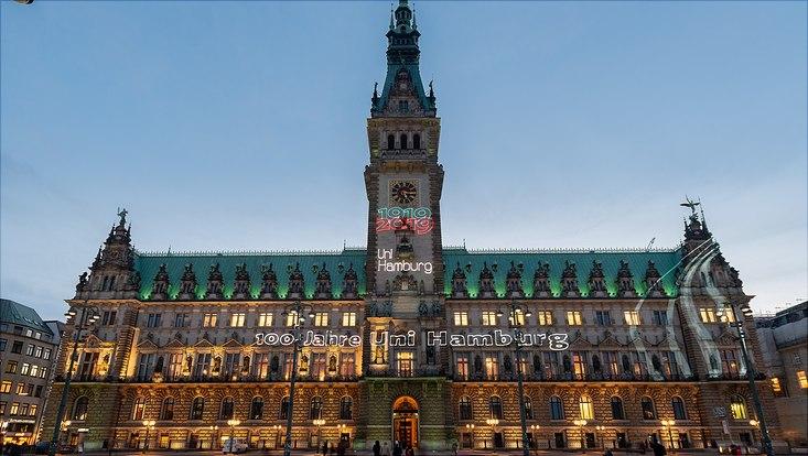 Das Hamburger Rathaus gratuliert der Universität zum 100. Geburtstag