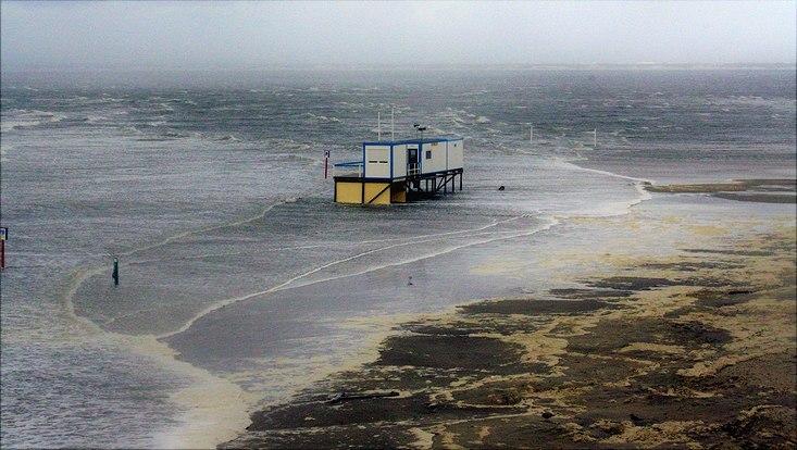Deutsche Nordseeküste bei Sturmflut