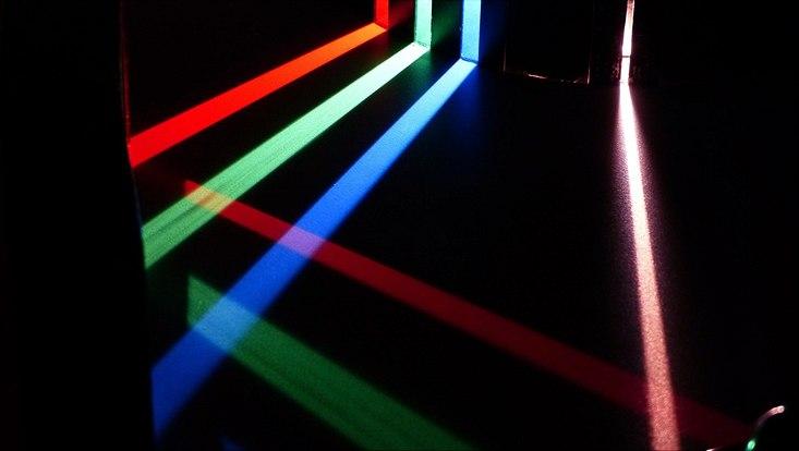 Spektralfarben Rot Grün Blau als Lichtstreifen