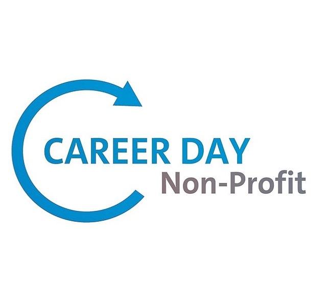 """Schriftzug """"Career Day"""" in blau, Schriftzug """"Non-Profit"""" in grau leicht versetzt darunter"""