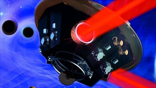 Ein LISA-Satellit: Die LISA-Mission besteht aus drei baugleichen Satelliten, die die Sonne in einer Dreieckskonfiguration umkreisen. Sie sind durch Laserstrahlen verbunden, die die Arme eines hochpräzisen Laserinterferometers bilden.