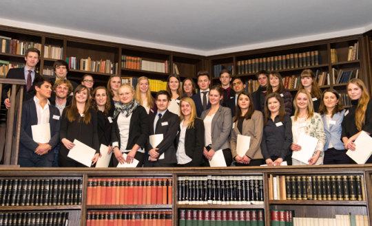 up-gruppenbild-mit-allen-stipendiatinnen-und-stipendiaten-2015.jpg