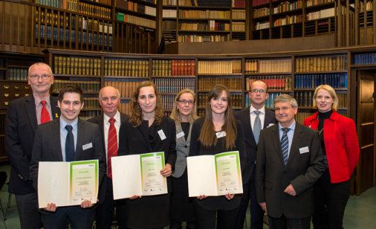 up-gruppenbild-mit-foerderer-u-europa-kolleg-und-stipendiatinnen.jpg