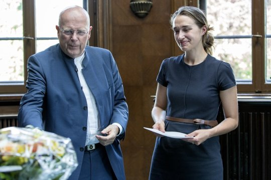 Präsident Univ.-Prof. Dr. Dieter Lenzen und Constanze Eva Hager, die für ihre Magisterarbeit