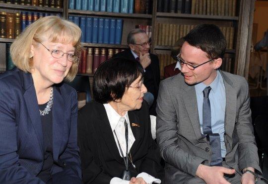 Zur großen Freude aller ist zur Preisverleihung auch Prof. Dr. Miriam Gillis-Carlebach angereist, um den Preisträgern persönlich zu gratulieren. Der Joseph-Carlebach-Preis ist auch ihr gewidmet für ihr nicht nachlassendes Bemühen um Verständigung, Zu