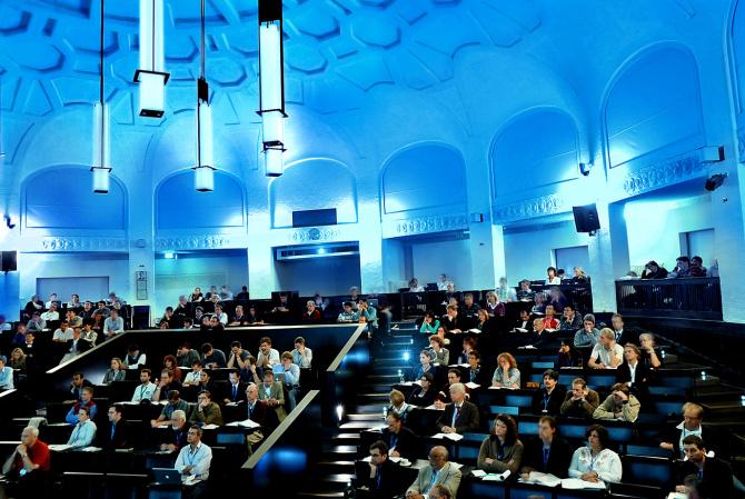 Hörsaal der Universitätshauptgebäude