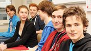Jugendliche im Seminarraum