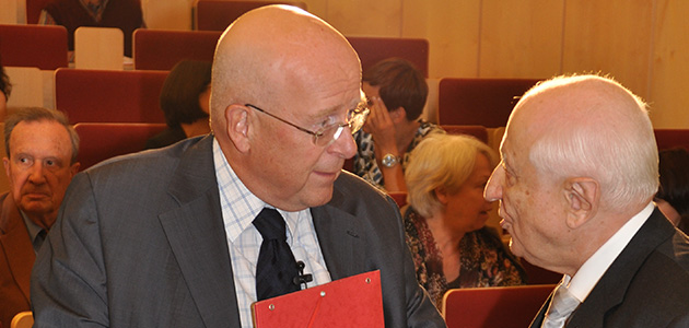 Prof. Dr. Lenzen im Gespräch mit dem Ehrensenator Dr. Helmut Greve