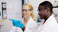 Wissenschaftsnachwuchs am Experimentieren