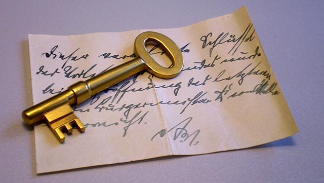 Schlüssel auf einem Manuskript